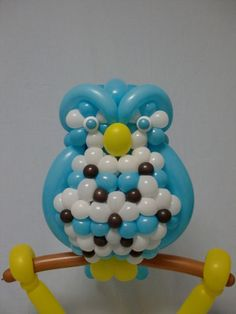 If you've ever been wowed watching clowns or buskers twist balloons into dachshunds, helmets and swords, prepare to be blown away by the work of Japanese. Sculpture Ballon, Sculptures, Owl, Kawaii, Balloon Animals, Japanese Artists, Tree Branches, Art Pieces, The Incredibles