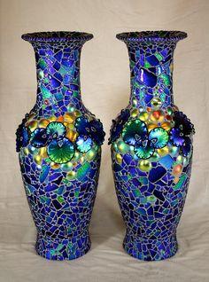 Mosaic Vase, Mosaic Tiles, Mosaic Designs, Mosaic Patterns, Bottle Candles, Bottle Painting, Bottle Art, Mosaic Garden, Art For Art Sake