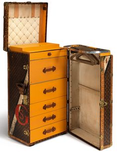 Malle de voyage Louis Vuitton - http://www.soblacktie.com/