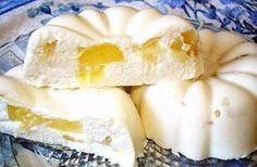 Бланманже творожное    Нежный десерт, который нравится взрослым и детям. Этот изумительный десерт готовится без выпечки.    Ингредиенты:  0,5 стакана молока;  1 пакетик (15 г) желатина;  1 пакетик (10 г) ванильного сахара;  250 г творога;  0,5 стакана сметаны;  0,5 стакана сахарной пудры;  2 колечка ананаса (или другие фрукты). Я взяла клубнику    Приготовление:  1. В молоке развести желатин и оставить для набухания на 20 минут.  2. Творог смешать с сахарной пудрой, сметаной и ванильным ...