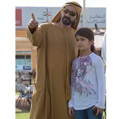 Mohammed bin Rashid bin Saeed Al Maktoum con su hija, Al Jalila bint Mohammed bin Rashid Al Maktoum, 11/12/2015. Vía: sultan41