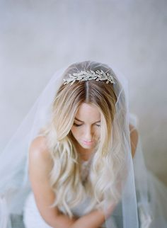 love the loose curls and the veil/hairpiece