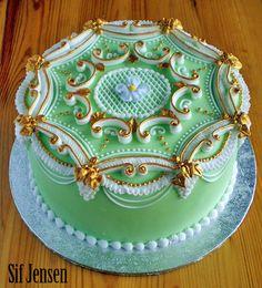 lambeth method, royal ice, royal icing, alcohol, come backs, cake decor, wedding cakes, decorations, art gold