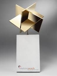 This design trophy is a design marvel, all sharp edges it give the viewer a very industrial vibe. Acrylic Trophy, Trophies And Medals, Design Awards, Design Projects, Wood Projects, Oeuvre D'art, Industrial Design, Glass Art, Design Inspiration