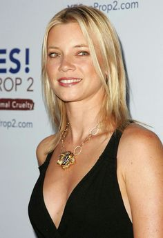 Amy Smart, Mirrors Seventh Moon 7500 Amy Smart, Smart Image, Amy Acker, Under The Knife, Gorgeous Blonde, Celebrity Pictures, Movie Stars, Sexy Women, Hollywood