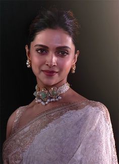 Deepika Padukone wearing heavy pearls polki choker and large studs Indian Jewelry Earrings, Indian Jewelry Sets, Bridal Jewelry, Bead Jewellery, Gold Jewelry, Diamond Jewelry, Deepika Padukone, Indian Bollywood Actress, Bollywood Fashion