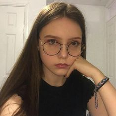 [nechomorphine] Cute Glasses, Girls With Glasses, Aesthetic Girl, Aesthetic Photo, Chicas Tumblr, Girls Twitter, Girls Dpz, Just Girl Things, Womens Glasses