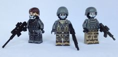eclipseGrafx Mission has just released their third minifigure from the Mission Rio De Janeiro theme and he is called PsyOps Support (right). Lego Military, Military Figures, Military Gear, Marine Core, Lego Soldiers, Military Videos, Battlefield 3, Lego People, Lego Minifigs