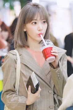IZ*ONE's Sakura Had a Visual Upgrade with a Different Hair Style at Their Concert Recently, She is Literally a Beauty Pictures) Kpop Girl Groups, Kpop Girls, Blue Hair, Pink Hair, Sakura Miyawaki, Yu Jin, Japanese Girl Group, 10 Picture, Soyeon