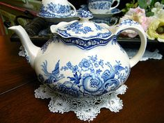 Crown Ducal Bristol Blue Teapot Tea Pot Made in England 9180 Chocolate Pots, Chocolate Coffee, Come Dine With Me, China Teapot, Cuppa Tea, Tea Tins, Fun Cup, Coffee Set, Tea Set
