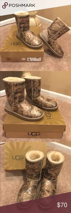 🌺UGGS 🌺Stunning Classic Short Novelty SZ 7 🌺🦋 UGG 🦋🌺 Stunning Authentic Classic Short Novelty SZ 7 with the box!  These boots are like new, great for cooler weather and cool feet.  These UGGS are truly unique foil pattern that you won't see anywhere.  The colors go with anything you wear.  Preloved in excellent condition. UGG Shoes Ankle Boots & Booties