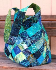 Bag Pattern Free, Bag Patterns To Sew, Tote Pattern, Patchwork Bags, Quilted Bag, Batik Quilts, Fabric Tote Bags, Quilt Labels, Reusable Shopping Bags