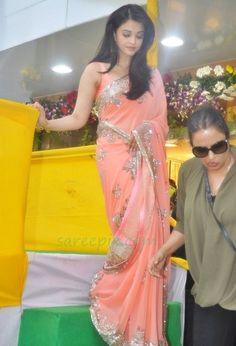 Ageless beauty Aishwarya rai in manish malhotra saree at the inauguration of 65 kalian jewelers store launch.Aishwarya rai in peach color embroidery work saree with sleeveless blouse. Indian Bridal Outfits, Pakistani Bridal Wear, Indian Designer Outfits, Bollywood Designer Sarees, Bollywood Fashion, Bollywood Saree, Fancy Sarees, Party Wear Sarees, Manish Malhotra Saree