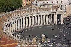 Gian Lorenzo Bernini. Plaza de San Pedro del Vaticano, Roma. Columnata.