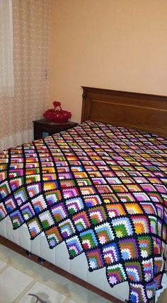 Tapestry Crochet Patterns, Crochet Bedspread, Crochet Square Patterns, Crochet Blocks, Crochet Squares, Crochet Granny, Baby Blanket Crochet, Crochet Case, Crochet Pig
