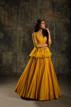 New Saree Blouse Designs, Half Saree Designs, Bridal Blouse Designs, Cape Lehenga, Lehenga Style, Anarkali, Designer Party Wear Dresses, Indian Designer Outfits, Indian Outfits