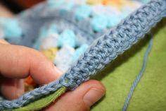 How to line a crochet blankie w/fleece + finished edge ✿Teresa Restegui http://www.pinterest.com/teretegui/✿
