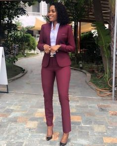 40 Edgy and Chic Outfits For Women - corporate attire women Classy Work Outfits, Office Outfits Women, Mode Outfits, Work Casual, Chic Outfits, Outfit Work, Graduation Outfits For Women, Red Outfits For Women, Work Dresses For Women