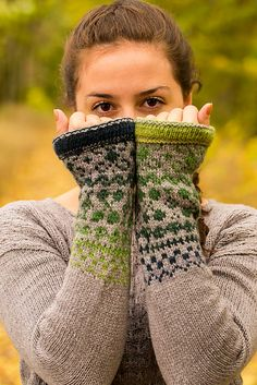 Ravelry: Color Me In pattern by Hanna Maciejewska - for inspiration, love these sleeves