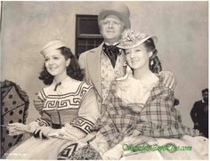 """""""Gone With the Wind"""" Thomas Mitchell/Gerald O'Hara, Evelyn Keyes/Suellen O'Hara, Carren O'Hara/Ann Rutherford and Scarlett O'Hara/Vivien Leigh (daughters to Gerald and Ellen O'Hara), On-Set of MGM"""