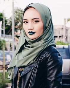 Azlin Lee, 25, and seemingly human. However, she's Fae. Her ears more often than not hidden by her hijab due to her strict reliance on her own religion that she's found close to home. Her lipstick and hijab always match no matter how bizarre the color. She's kind and willing to help if need be. Just ask.