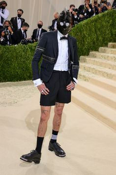 """The 2021 #MetGala is here! Fashion's biggest night is back, and this year the theme is """"In America: A Lexicon of Fashion,"""" a true celebration of American fashion. Tap to see every single #celebrity #redcarpet arrival. Simone Biles, Celebrity Red Carpet, Celebrity Dresses, Billie Eilish, Justin Bieber, Madonna, Kim Kardashian, Met Gala Outfits, Barbie Ferreira"""