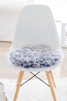 seat cushion for eameschair of synthetic fur in ecru in 2018 eames sitzkissen seat cushions. Black Bedroom Furniture Sets. Home Design Ideas