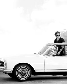 harry styles in a mercedes? Sweet Mother of Abraham Lincoln! How is this legal?
