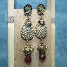 Polki earring engraved in facsimile pearl with red drop