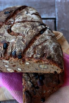 Haselnuss Rosinen Brot