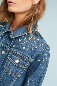 pimp my denim with pearls. Customised Clothes, Customised Denim Jacket, Denim Fashion, Look Fashion, Jean Jacket Outfits, All Jeans, Vintage Denim, Latest Fashion Clothes, Diy Clothes