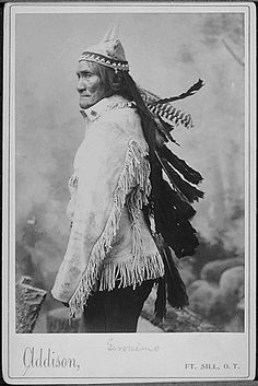 Geronimo, legendary Chiricahua Apache leader, was reportedly born 185 years ago on June (His native Chiricahua name was sometimes rendered as Goyathlay in English.) After years of resistance. Native American Photos, Native American Tribes, Native American History, American Indians, Indian Tribes, Native Indian, Native Art, Apache Indian, Geronimo