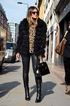 Tendências de moda para o outono/inverno de 2016 - Blog da Cris Feu Fur Fashion, Look Fashion, Trendy Fashion, Trendy Style, Fall Winter Outfits, Autumn Winter Fashion, Chic Outfits, Fashion Outfits, Leather Pants Outfit
