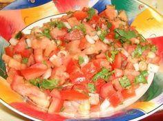 Igazi ínyencség: a paradicsomsaláta –  Egyszerű, könnyű és nagyon finom! Tomato Salad, Mexican, Ethnic Recipes, Foodies, Salads, Mexicans