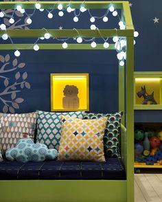 """""""Muito lindinho esse quarto montessoriano da @nayara_macedo_arquitetura Só a cama sozinha em formato de casinha já faz o charme todo. Obs: todas as fotos…"""""""