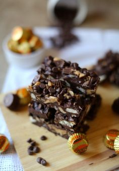 "<p><em><em>Recipe here:</em> <a rel=""nofollow"" href=""http://www.scarletscorchdroppers.com/2015/03/05/reeses-peanut-butter-cup-chocolate-crunch-bars-no-bake/"">Scarlets Scorch Droppers</a></em> </p>"