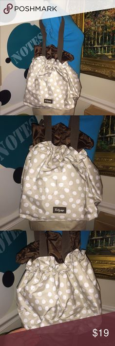 Authentic Thirty-One 31 insulated drawstring Bag Authentic Thirty-One 31 insulated drawstring bag tote. Has handles and the inside is insulated and your can pull a drawstring on the top to keep the contents cool!! Hasn't been used- only a couple small marks on back of bag from storage- still has the silicon packet in it from when I bought it to help keep the item dry in storage :) super cute bag!! Thirty-One Bags Totes