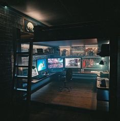 room design video game room ideas to maximize your gaming experience at home 40 ~ mantulgan. Computer Gaming Room, Gaming Room Setup, Computer Setup, Gaming Rooms, Gaming Pcs, Pc Setup, Gaming Desk Bed, Computer Desk Organization, Office Interior Design