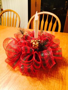 Deco mesh centerpiece with different ribbon it can be made for any holiday. Deco Mesh Crafts, Wreath Crafts, Diy Wreath, Christmas Projects, Holiday Crafts, Holiday Decor, Christmas Arrangements, Christmas Table Decorations, Christmas Mesh Wreaths