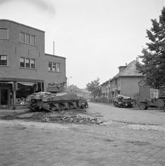 Irish Guards Group, Guards Armoured Division, Aalst, 18 Sept - Irish Guards Group / Guards Armoured Division, Aalst, 18 Sept 44 - Gallery - WW2 Talk