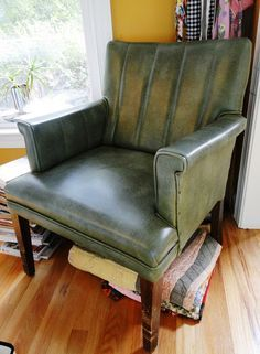 How to paint leather (or fake stuff) furniture with chalk paint, super cool!