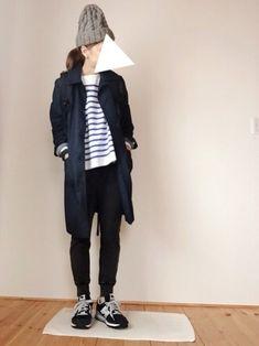 「スウェットパンツ」みんなどう着てる?おしゃれさんのコーディネートを参考に♪ Fashion Photo, New Balance, Rain Jacket, Windbreaker, Normcore, My Style, Lady, Womens Fashion, Casual