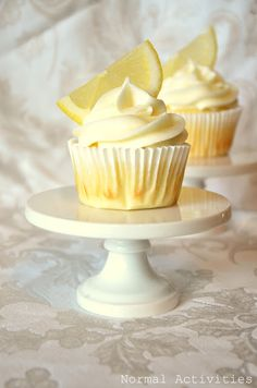 Limoncello Cupcakes Don't these just look absolutely dreamy? lemon cupcakes with lemon curd filling and lemon buttercream I& Lemon Curd Dessert, Lemon Curd Filling, Lemon Desserts, Köstliche Desserts, Lemon Recipes, Plated Desserts, Yummy Treats, Sweet Treats, Yummy Food