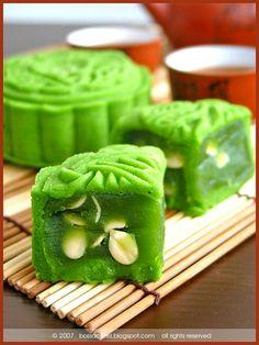 macha green tea mooncakes with green tea lotus filling