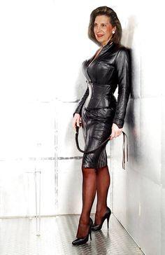 Photo sexy grandma in leather