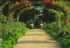 The Giverny Gardens in Florida are modeled after Monet's French garden, and the beautiful archways create an incredible escape from the outside world.