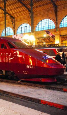 Trem Thalys na estação Gare du Nord em Paris, França.  Fotografia: Pablo Fernando Cepero no Flickr.