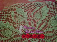 Carpeta realizada en crochet  Materiales : Hilo camila de aldon fino color marfil Aguja ganchillo 1.25mm  Medidas 55 cm Patron aqui en enlace  http://kn3.net/3903ACAD36CJPG.html