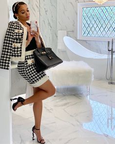 -Material: Tweed -Houndstooth pattern throughout sweater & skirt. Girly Outfits, Mode Outfits, Classy Outfits, Stylish Outfits, Gossip Girl Outfits, Black Girl Fashion, Look Fashion, Mode Chanel, Elegantes Outfit