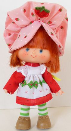 Strawberry Shortcake doll ~ she smeLLed like sTraWbErrY's!!